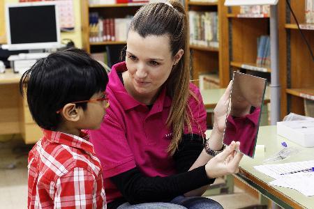 El programa de salud ocular en infancia desfavorecida arranca con un 23% de problemas diagnosticados
