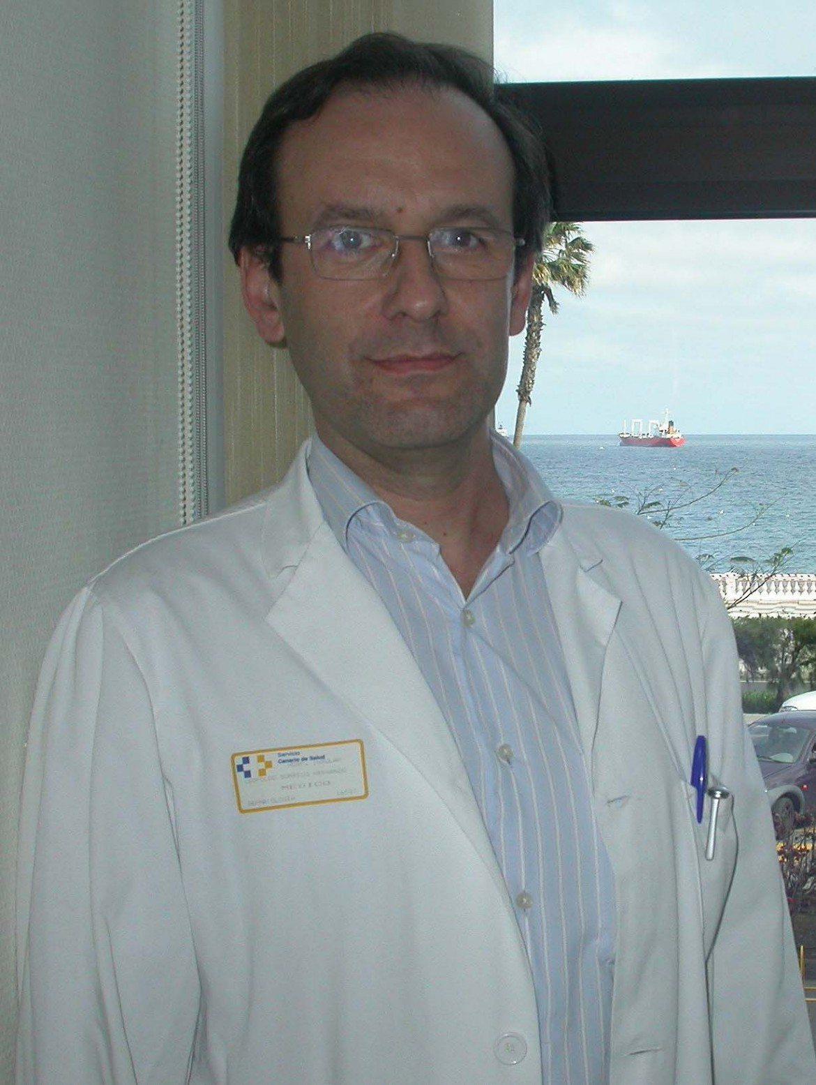 """Dr. Leopoldo Borrego: """"todos los cosméticos tienen potencial de irritar la piel"""""""