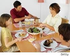 Los beneficios de cenar en familia para el adolescente