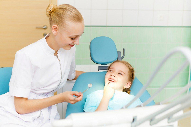 Las roturas de los dientes de leche pueden afectar al desarrollo de los dientes definitivos