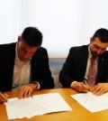 Firma acuerdo colaboración entre Andoni Lorenzo, presidente de FEDE, y Erik Lommerde, presidente Fundación para la Diabetes