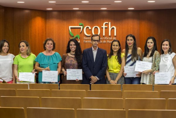 El COF de Huelva premia a los farmacéuticos que apuestan por la formación