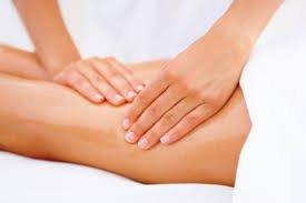 Combate la pesadez de piernas con la hidroterapia y el drenaje linfático