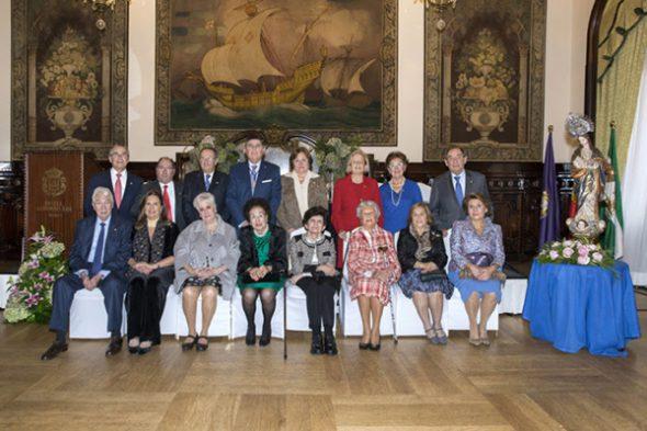 El COF de Sevilla distingue a los farmacéuticos con 25 y 40 años colegiados
