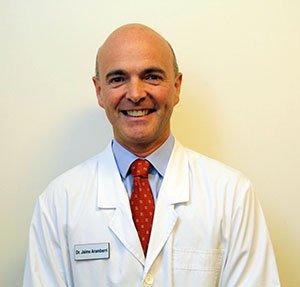 """Dr. Aramberri: """"Las nuevas lentes intraoculares disminuyen la indicación del láser"""""""