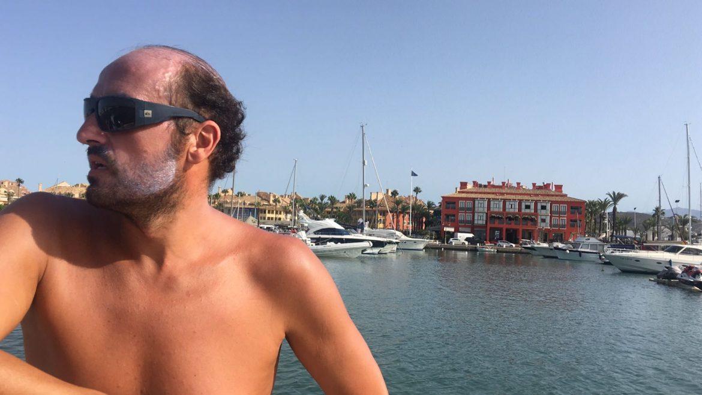 Jaime Caballero nada 90 kilómetros para recaudar fondos para la ELA