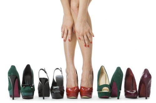 El uso de tacones puede provocar juanetes, dedos en garra y dolor en la columna vertebral