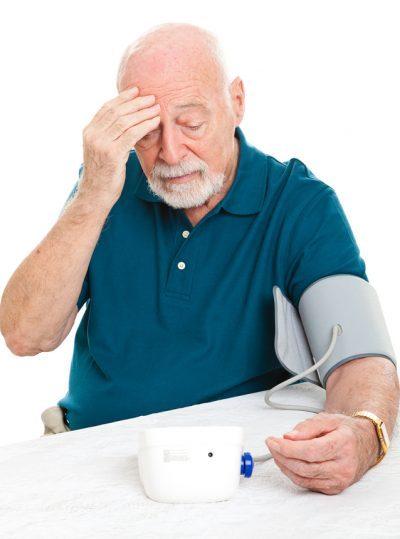 Hipertensión en hombres mayores de 60: mayor riesgo de enfermedad renal crónica