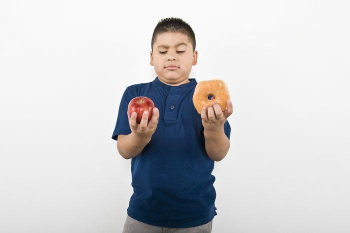 Obesidad infantil: exceso de productos ultraprocesados y raciones grandes
