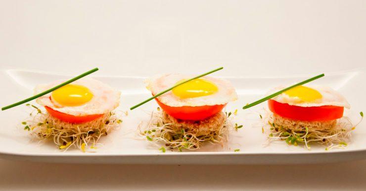 Bocaditos de huevos de codorniz