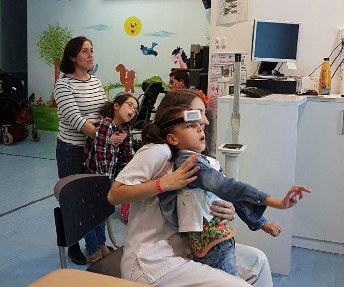 Videojuegos que mejoran el movimiento en niños con parálisis cerebral severa
