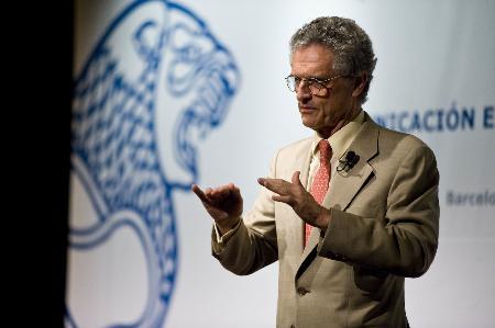 """Luis Rojas Marcos: """"El poder de la terapia está en la relación médico – paciente"""""""