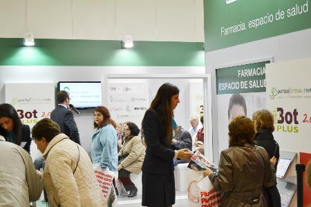 El stand 'Farmacia, espacio de salud' participa en la VII edición del Salón Vivir 50 Plus