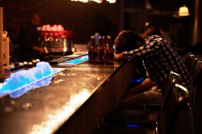Alertan del incremento del consumo de alcohol entre adolescentes y de las nuevas técnicas de ingesta