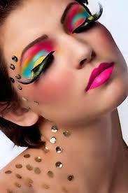 Las pestañas postizas y el maquillaje en Carnaval pueden ocasionar problemas oculares