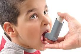 Los pediatras alergólogos piden más investigación sobre asma infantil