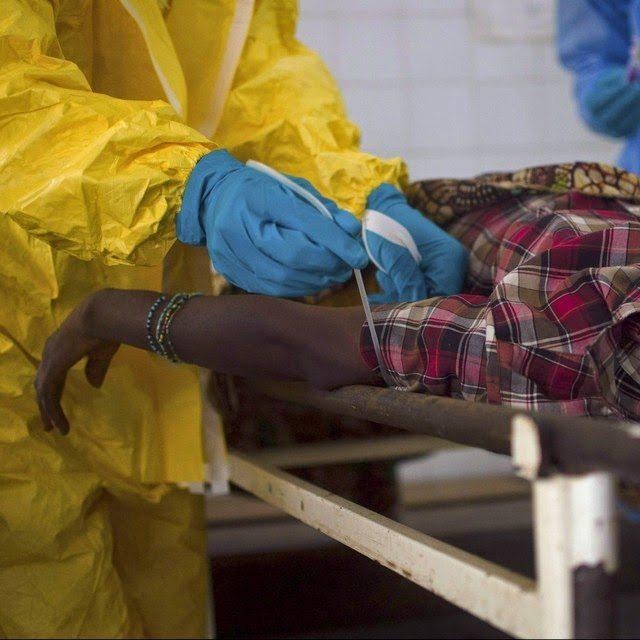 La OMS anuncia la mejora de dos enfermos de ébola en Liberia tratados con ZMapp