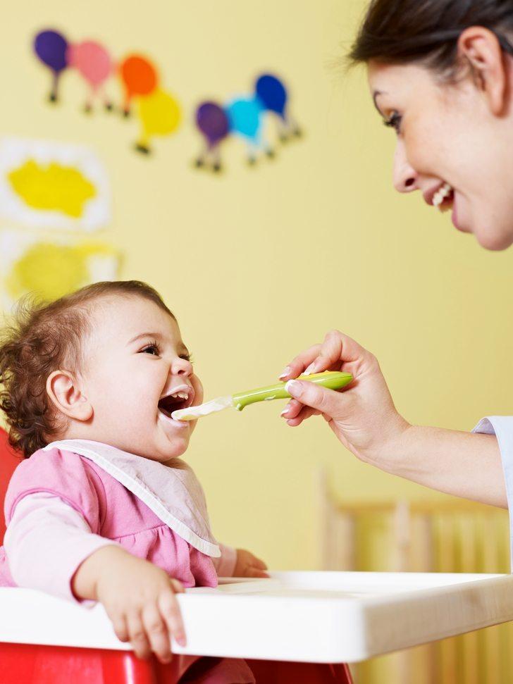 Adelantar la introducción de alimentos en niños podría prevenir alergias