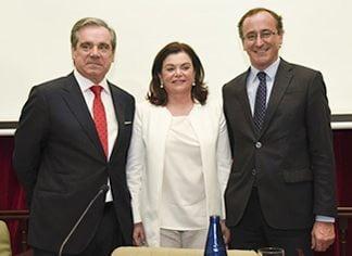 """Alfonso Alonso destaca el """"firme compromiso"""" del Gobierno con el modelo de farmacia español"""