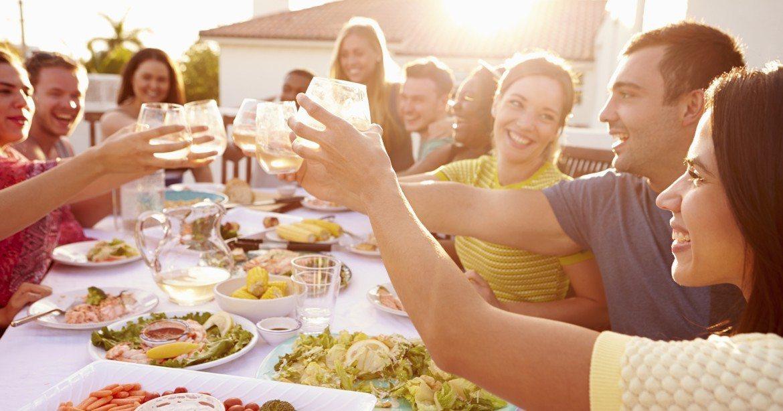 """""""La dieta debe ser generosa en fruta, verduras y sopas, pero el 75-80% del líquido debe provenir de las bebidas"""""""