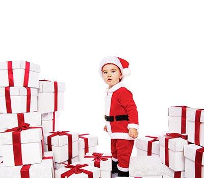 El exceso de regalos sobreestimula a los niños y reduce la ilusión