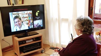 Un estudio piloto ofrece teleasistencia a mayores a través del televisor