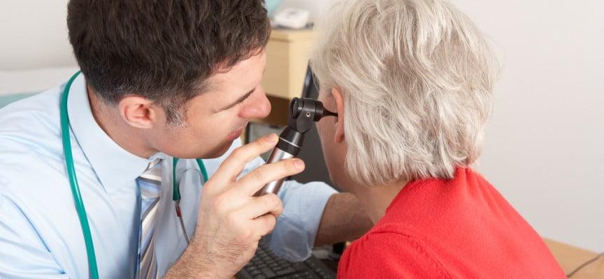 Otorrinos realizarán pruebas gratuitas de detección de presbiacusia a personas mayores
