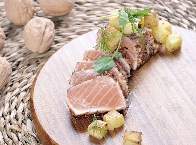 Tataki de salmón y nueces a la vainilla con un toque de lima