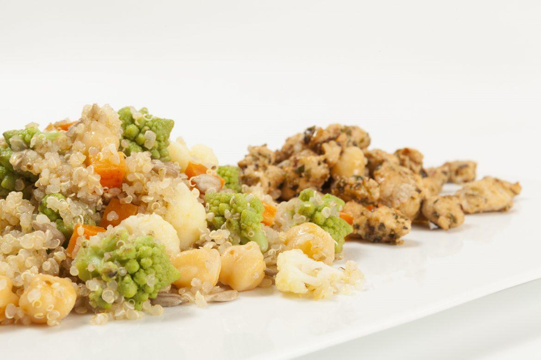 Cuscús de quinoa con marinado de pollo y gambas