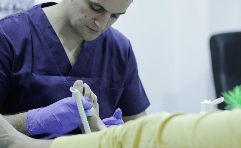 Incluir al podólogo en el SNS para tratar adecuadamente el pie diabético