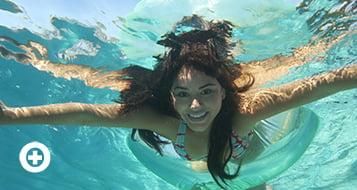 El agua de la piscina es potencialmente peligrosa para la vista